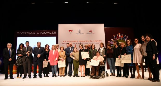 mujer-acto-institucional-del-da-internacional-de-las-mujeres_26806400038_o-620x330